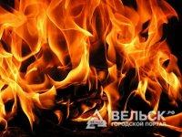 В Вельском районе сгорел старинный дом