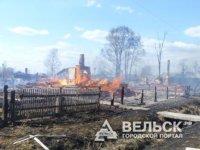 В Вельском районе огонь уничтожил два частных дома