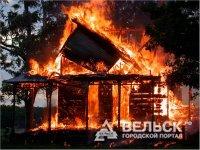 В Шенкурске сгорел столетний дом