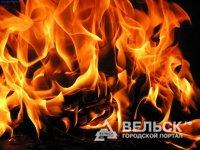 В Вельском районе пожар повредил квартиру и кровлю
