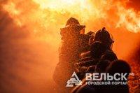 Пожарные добровольцы тушили пожар в трех районах Архангельской области